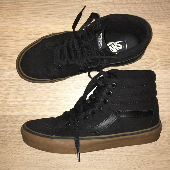 Vans Sk8 Hi Skate Shoe black with gum sole. M 5b3ed9154ab63333d35426c9 20b05dcb8